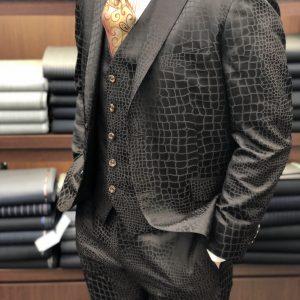 クロコダイル柄スーツ