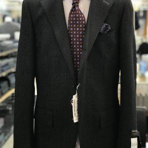3つ釦段返りスーツ